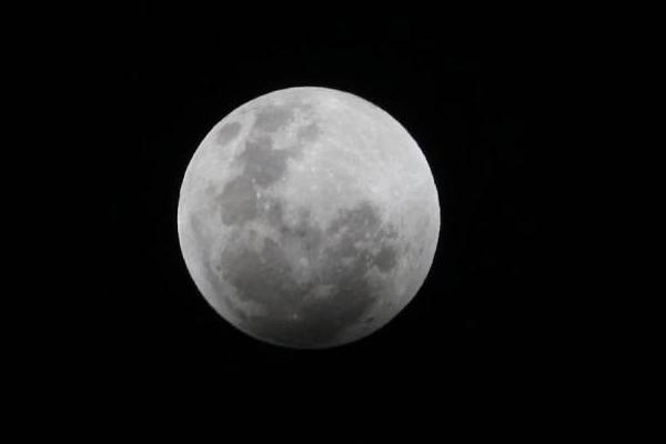 """月球正在冷却收缩,数亿年""""瘦身""""50米"""